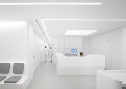 White-Space-orthodontic-clinic-by-Bureauhub_2