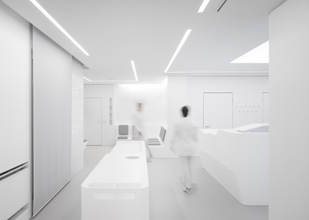White-Space-orthodontic-clinic-by-Bureauhub_ss_1