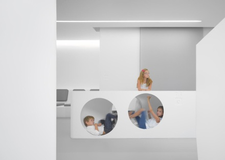 White-Space-orthodontic-clinic-by-Bureauhub_ss_4