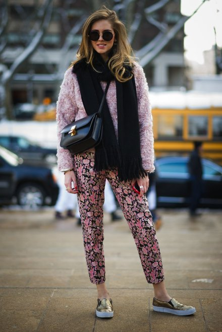 new-york-fashion-week-streetstyleChiara-Ferragni-made-cozy-look-cute-furry-pink-topper-skater-shoes