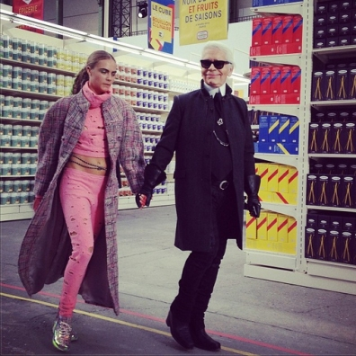 chanel-supermarkt-fashionshow-fashion-paris-week-2014-outfit-karl-lagerfeld-cara-Delevingne