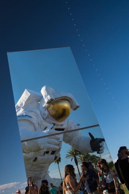 Reflection-Field-Coachella-Phillip-K-Smith-installation-architecture-design-mirror-led-spacewalker