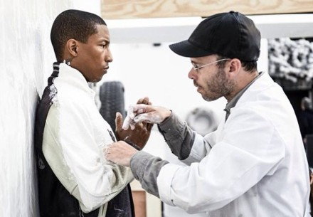 Pharrell-Williams-body-cast-gril-exhibition-daniel-arsham-art-statue