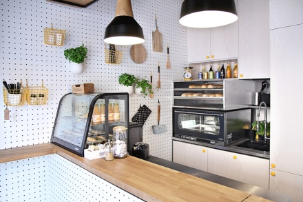 Kropka-Gdynia-Poland-space-magicians-PBStudio-Filip-Kozarski-interior-architecture-white-shop-snackbar