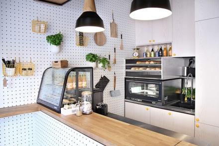 Kropka-Gdynia-Poland-space-magicians-PBStudio-Filip-Kozarski-interior-architecture-white-shop-snackbar