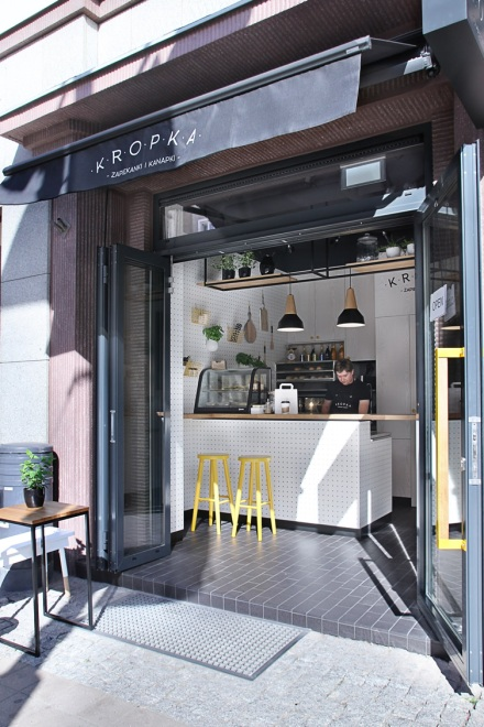 Kropka-Gdynia-Poland-space-magicians-PBStudio-Filip-Kozarski-interior-architecture-white-shop-snackbar6