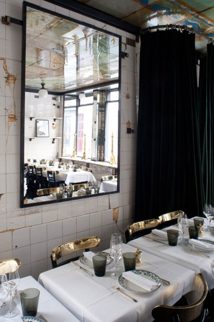 Anahi-paris-La-Jeune-Rue-photo-byAlexandre-and-Emilie-personaproduction-for-yatzer-interior-restaurant-design-gold