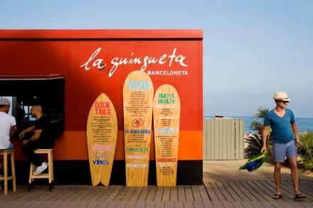 La-Guingueta-Barcelona-beach-bar-meritxellarjalaguer-interior-summer-food-tapas-sandra-tarruella-fresh-design-01