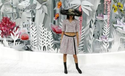 Chanel-karllagerfeld-fashion-week-clothes-design-suzymenkes-chanel-couture4-spring-summer-2015-orange-flower-models