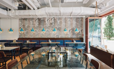 Classified-Repulse-Bay_Interior-restaurant-cafe-food-design-lamps