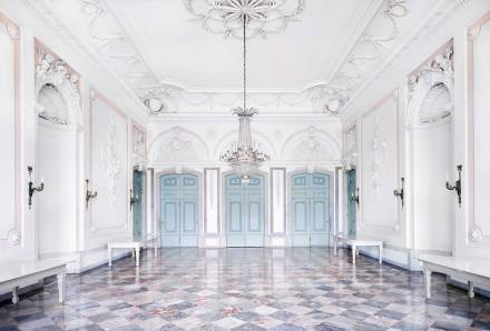 Candida-hofer-photography-interior-Benrather-Schloss-Düsseldorf-IV-2011