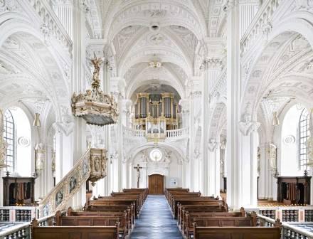 Candida-hofer-photography-interior-Dominikanerkirche-Sankt-Andreas-Düsseldorf-II-2011