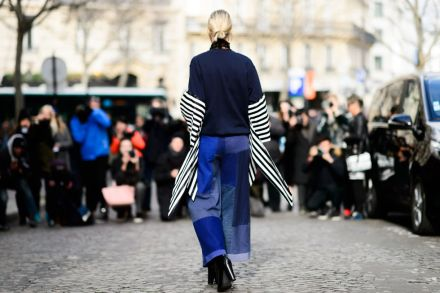 Streetstyle-denim_Paris-fashion-week-aw16-streetwear-jeans-blue-11